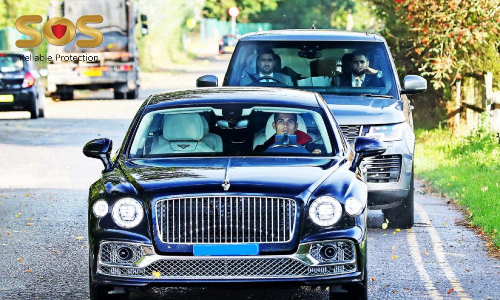 Vệ sĩ hộ tống Ronaldo